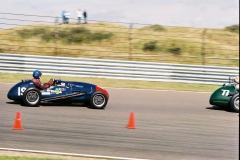 F1000019